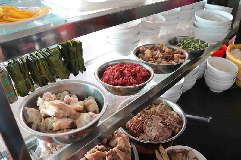Nguyên liệu và gia vị nấu bún bò huế